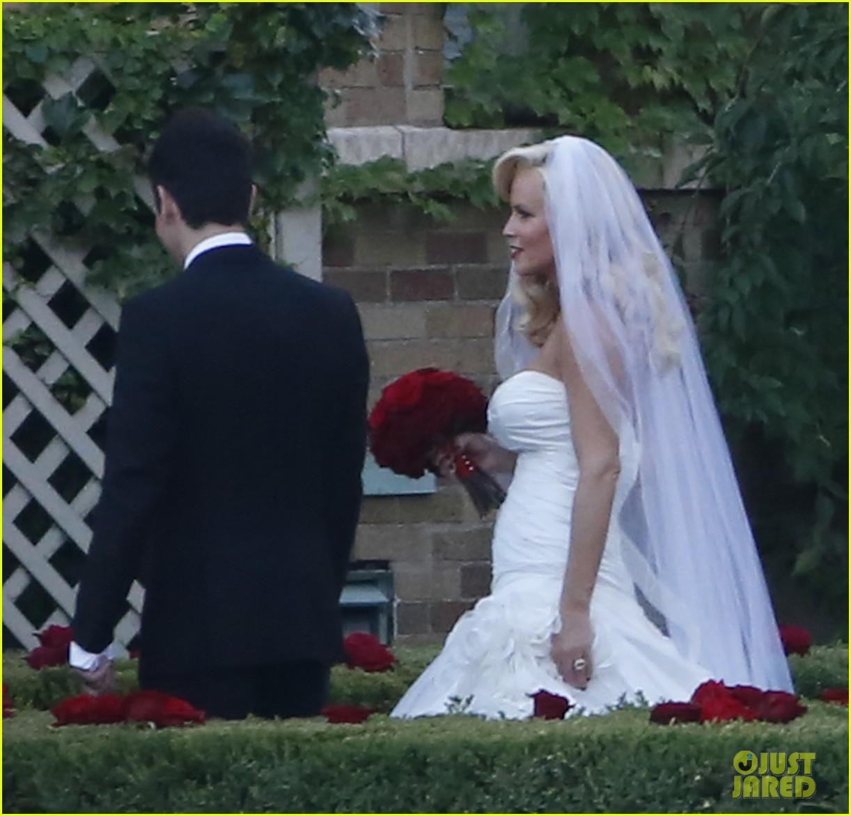 jenny mccarthys wedding dress revealed in wedding pics 023187193