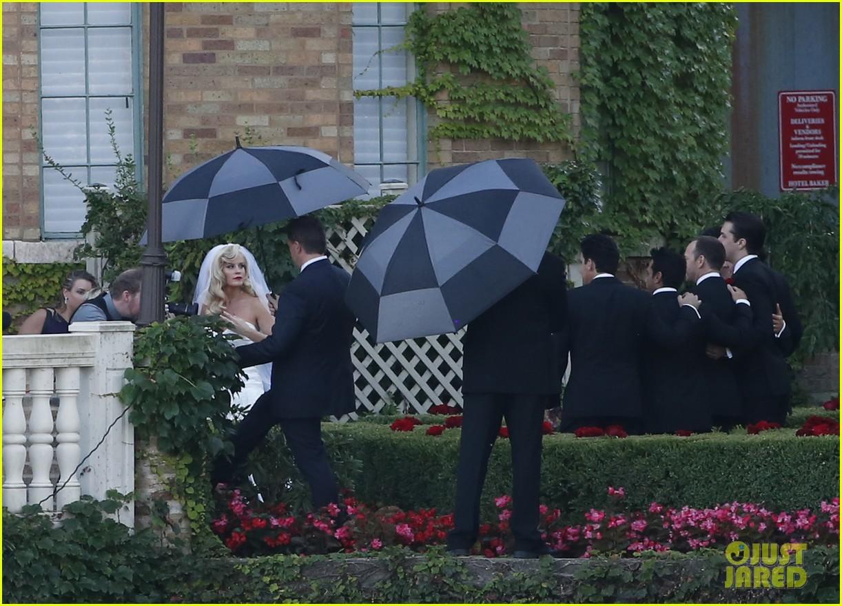 jenny mccarthys wedding dress revealed in wedding pics 123187203