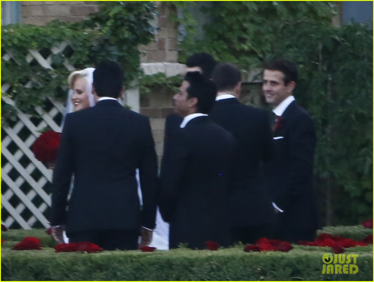 jenny mccarthys wedding dress revealed in wedding pics 153187206