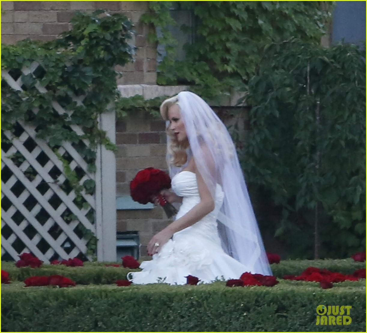 jenny mccarthys wedding dress revealed in wedding pics 163187207