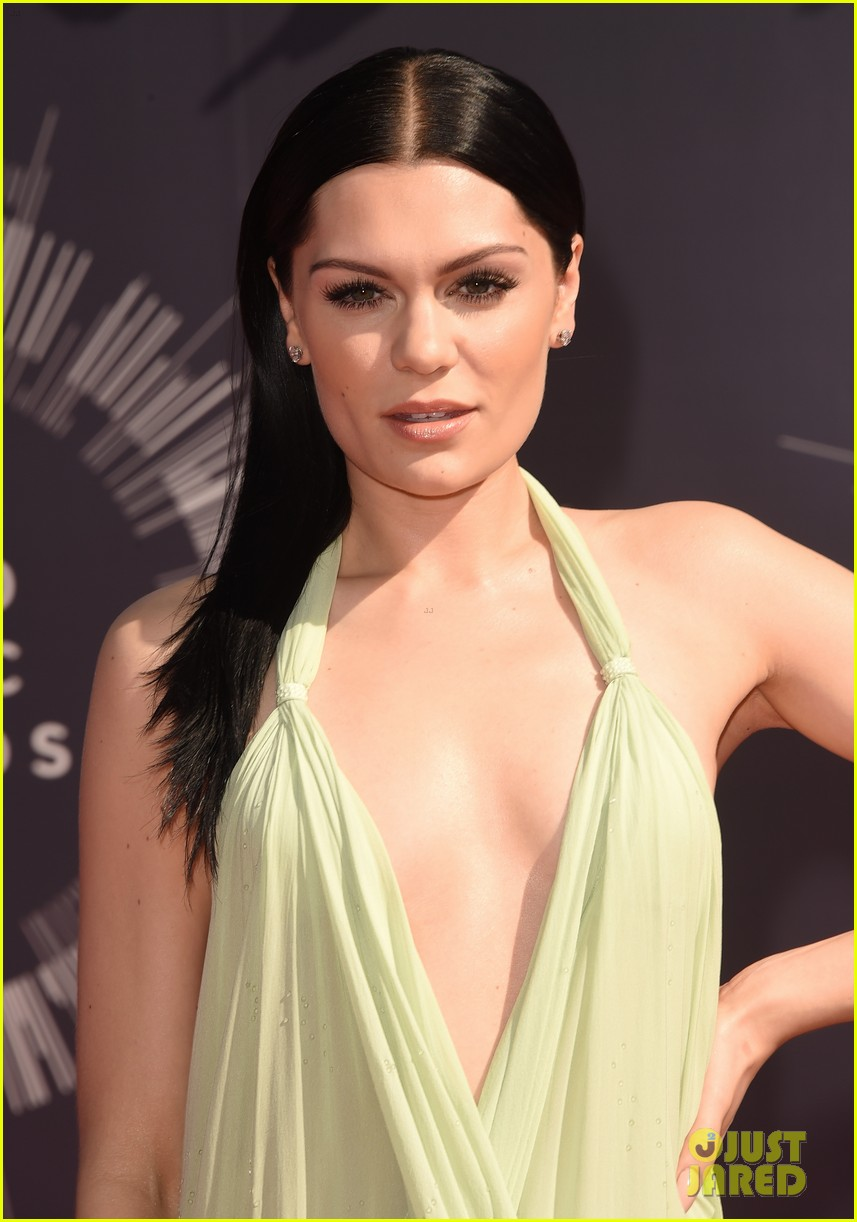 jessie j wears vintage backless dress to mtv vmas 2014 023182277