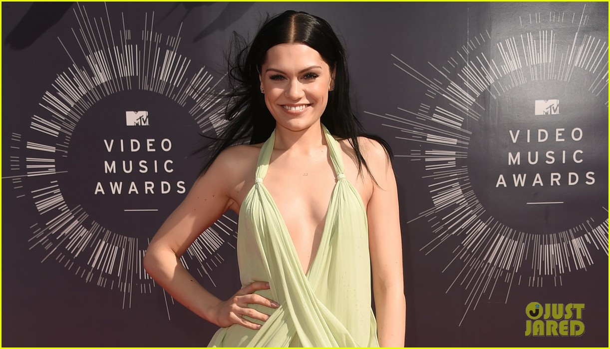 jessie j wears vintage backless dress to mtv vmas 2014 043182279