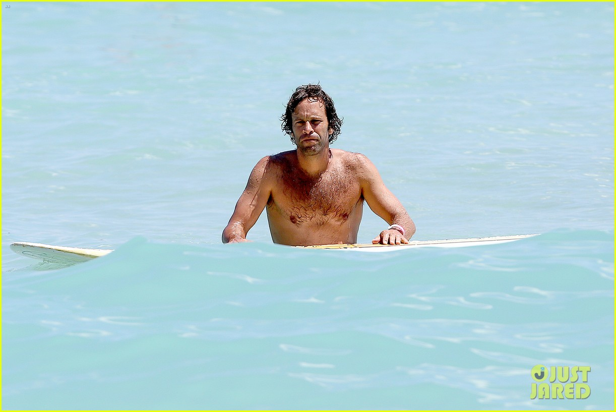 jack johnson shows off hot body shirtless surf session 143169404