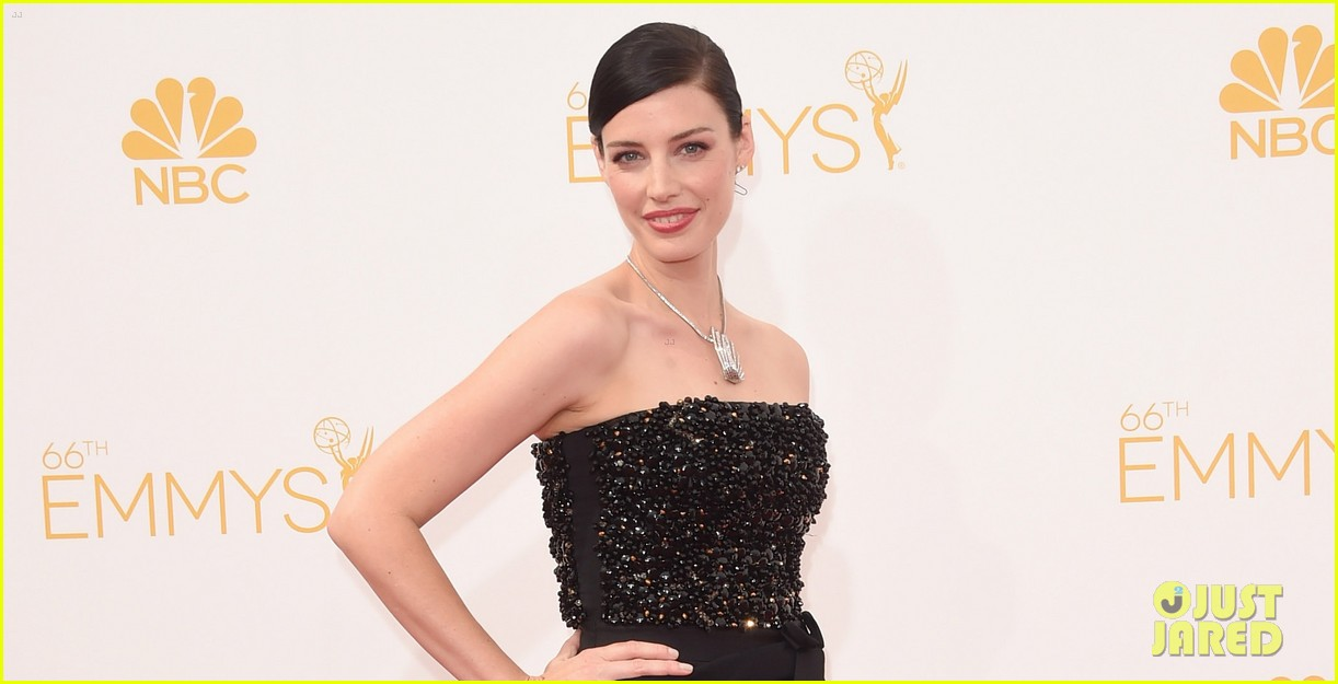 january jones jessica pare emmys 2014 red carpet 053183405