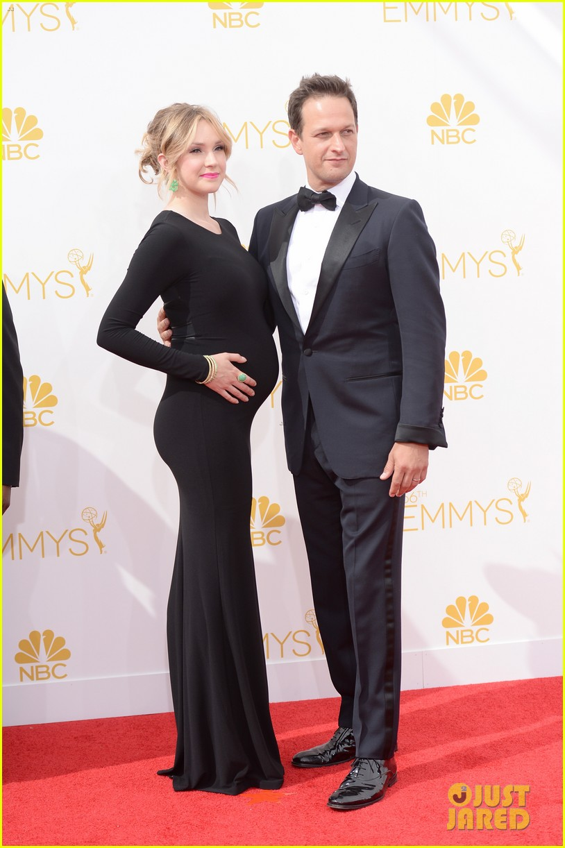 josh charles pregnant wife sophie flack emmys 2014 023183376