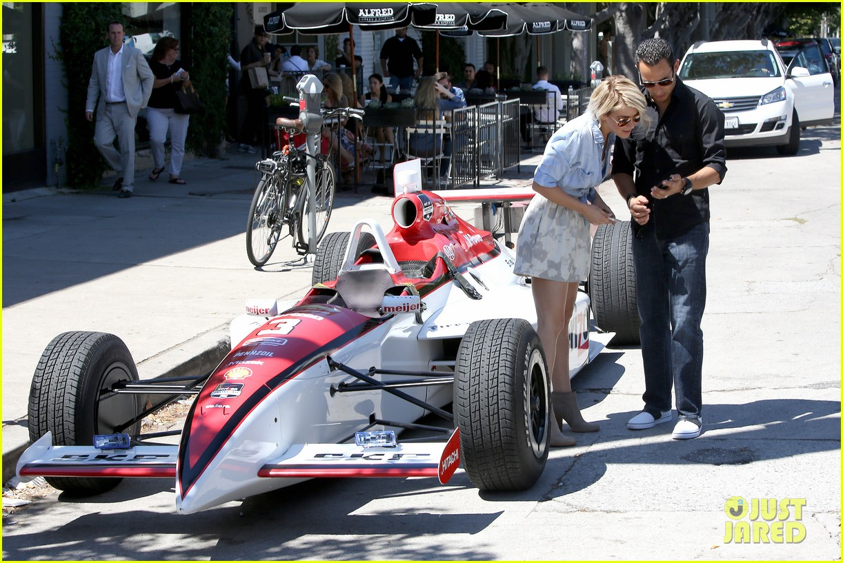 julianne hough helio castroneves selfie before race 073184928