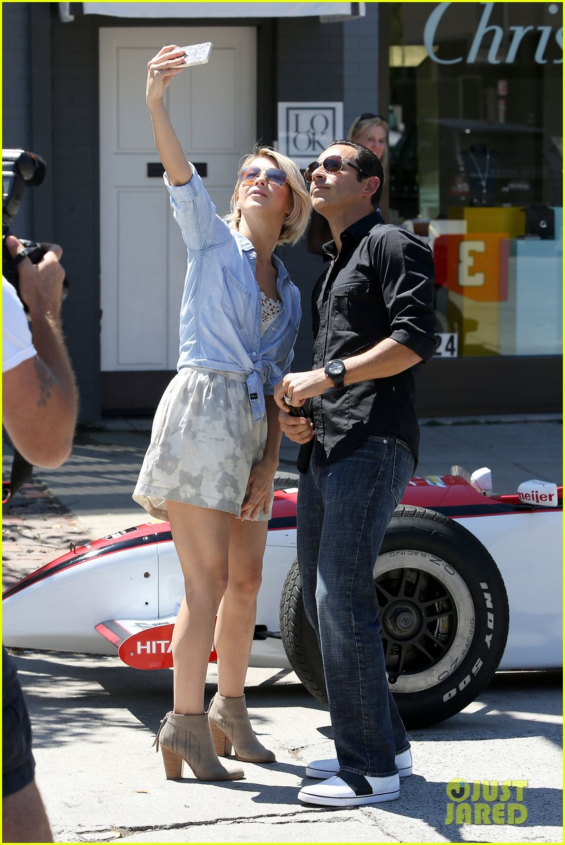 julianne hough helio castroneves selfie before race 133184934