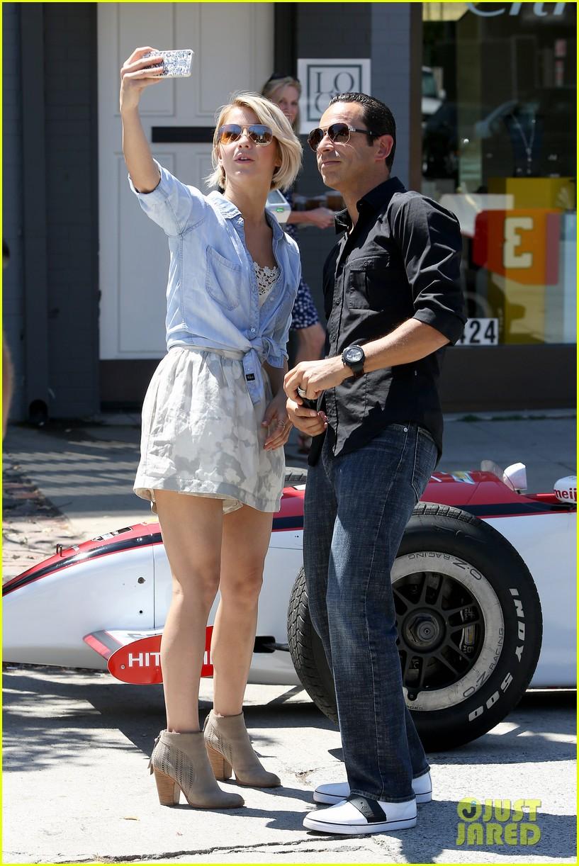 julianne hough helio castroneves selfie before race 153184936