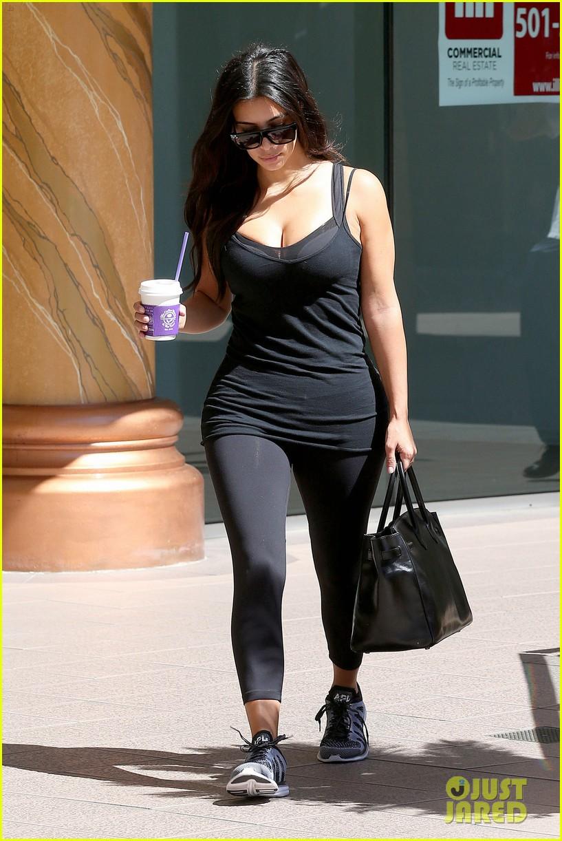 kim kardashian gym tights accentuate her curves 113185645