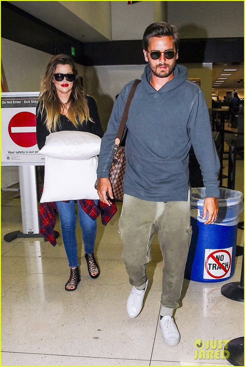 khloe kardashian touches down at lax with scott disick after hosting together 013178476