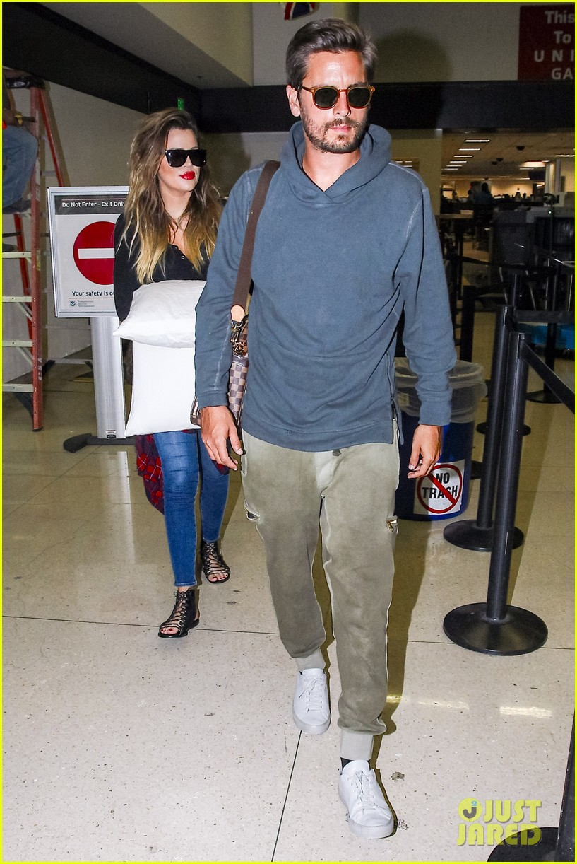 khloe kardashian touches down at lax with scott disick after hosting together 033178478