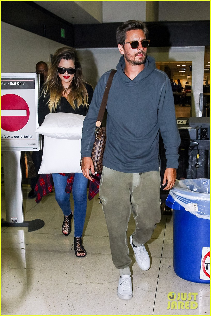 khloe kardashian touches down at lax with scott disick after hosting together 103178485