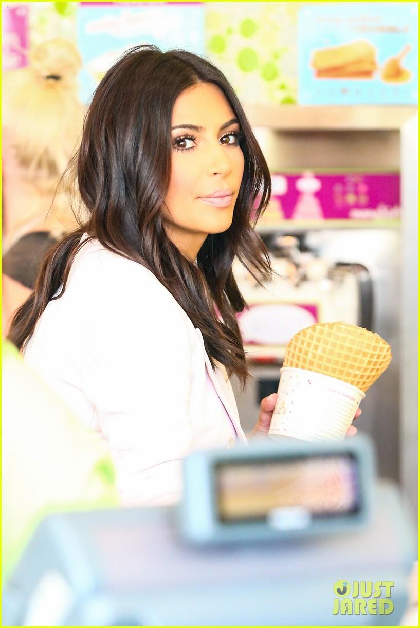 kim kardashian satisfies her sweet tooth with some fro yo 023185753