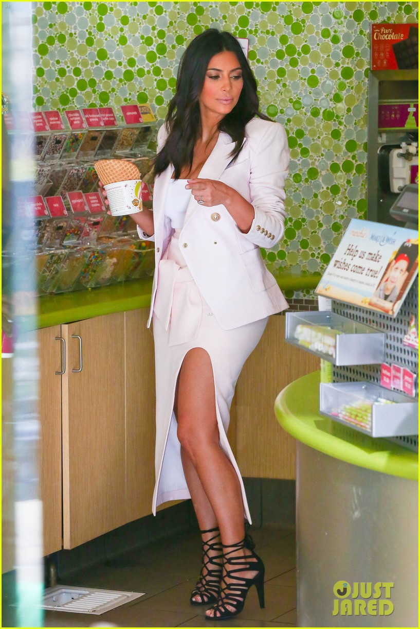 kim kardashian satisfies her sweet tooth with some fro yo 073185758