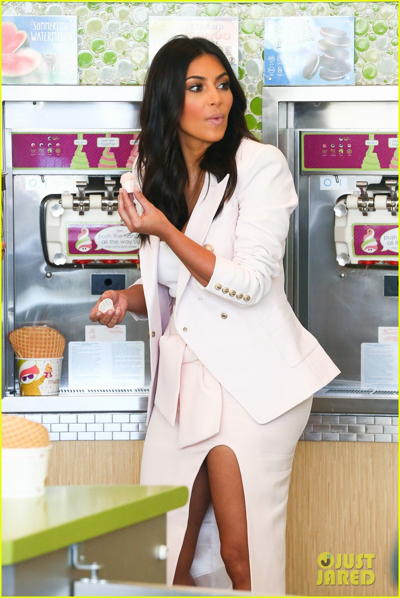 kim kardashian satisfies her sweet tooth with some fro yo 083185759