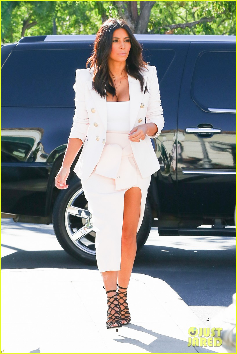 kim kardashian satisfies her sweet tooth with some fro yo 163185767