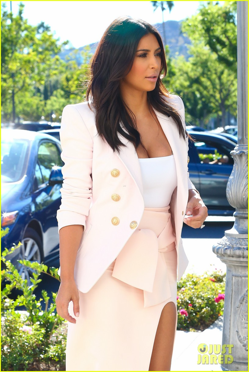 kim kardashian satisfies her sweet tooth with some fro yo 173185768