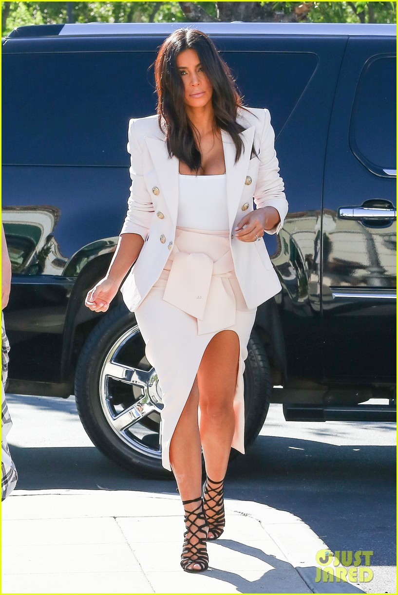 kim kardashian satisfies her sweet tooth with some fro yo 213185772