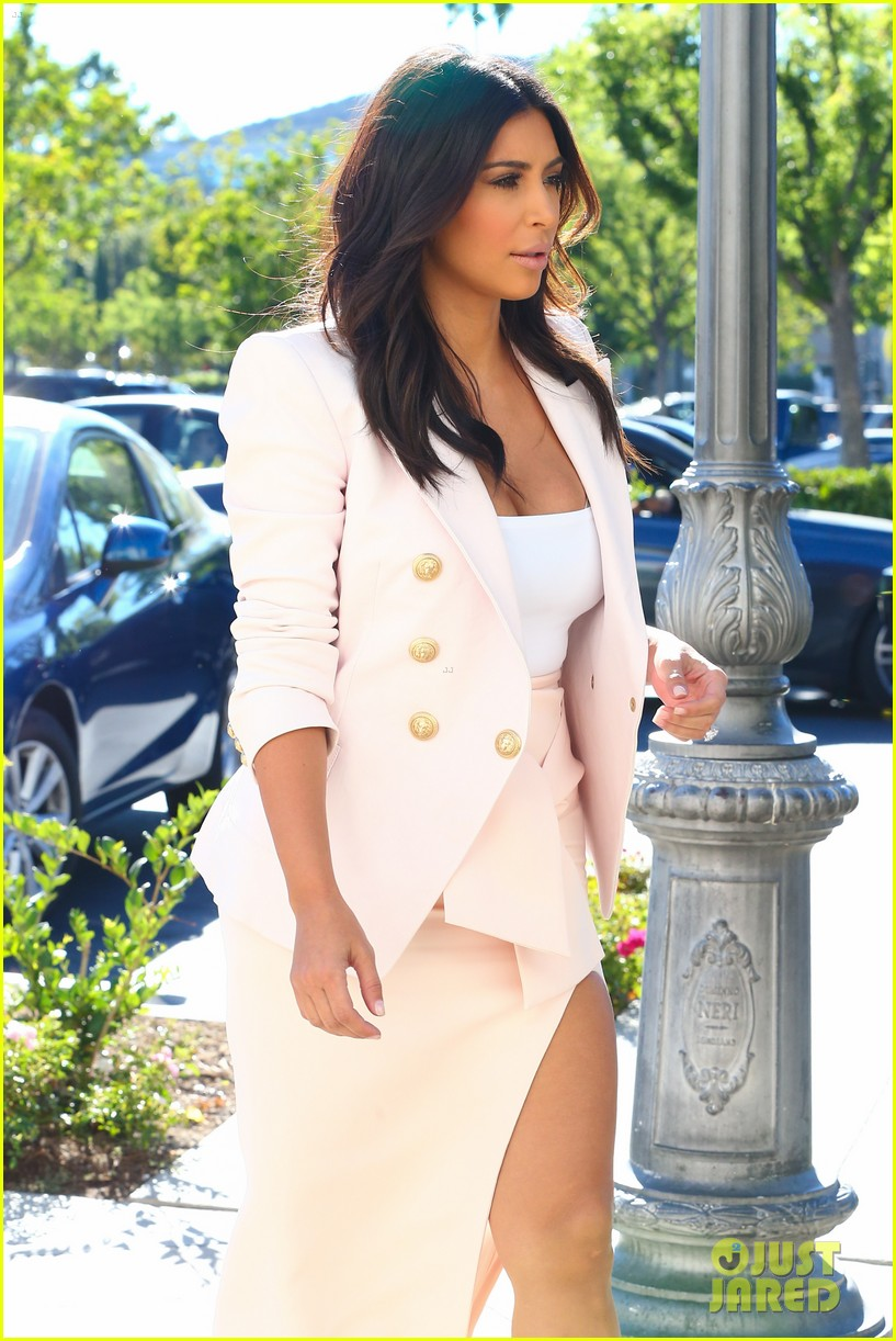kim kardashian satisfies her sweet tooth with some fro yo 233185774