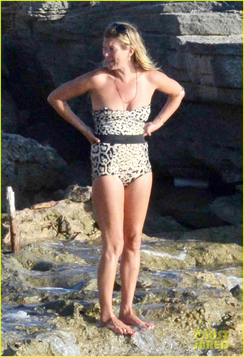 kate moss shows off body animal print bathing suit 033178060