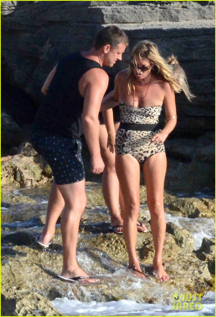 kate moss shows off body animal print bathing suit 18