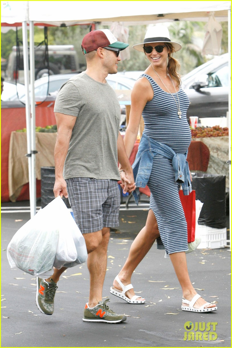 stacy keibler steps out with large baby bump 013169442