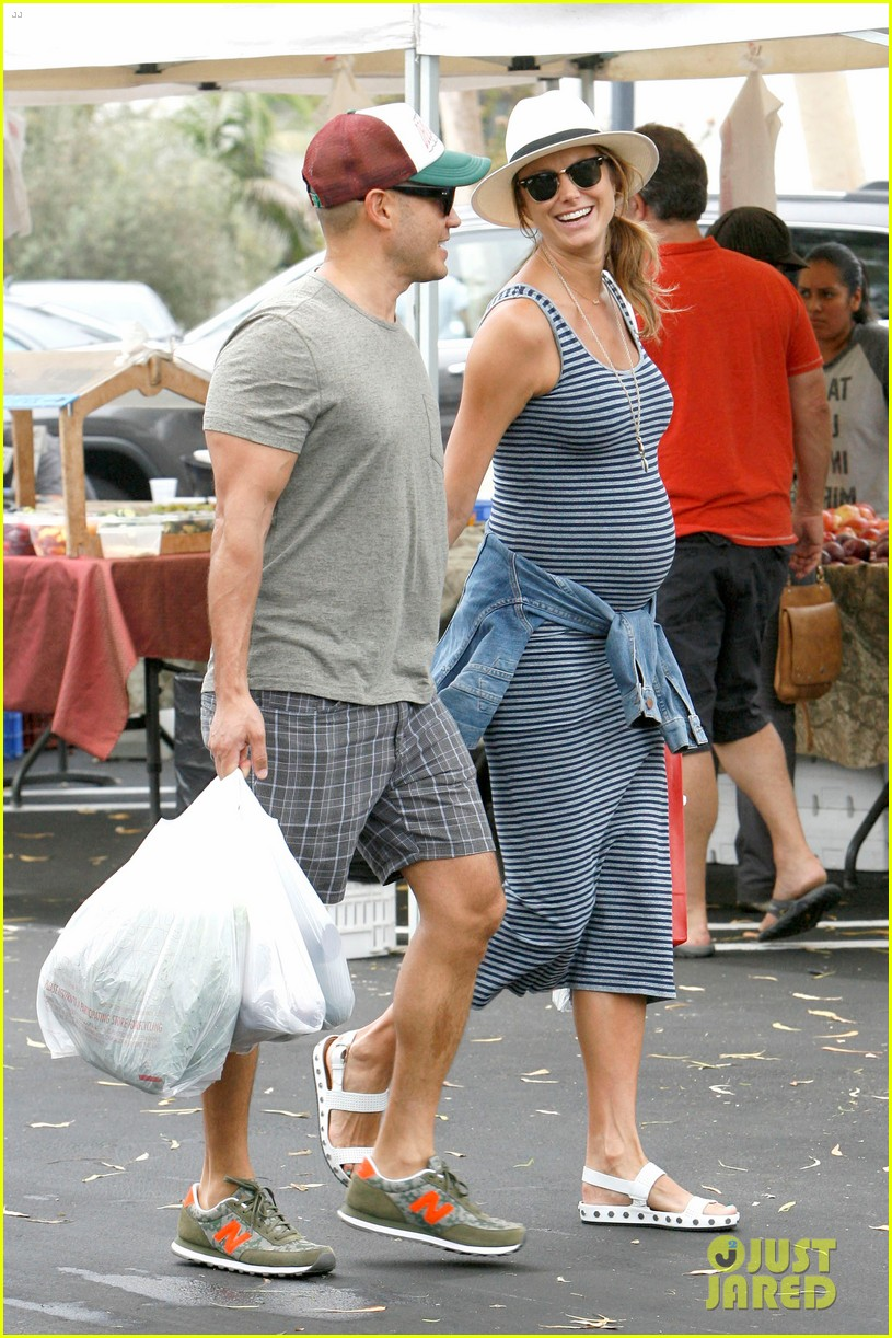 stacy keibler steps out with large baby bump 143169455