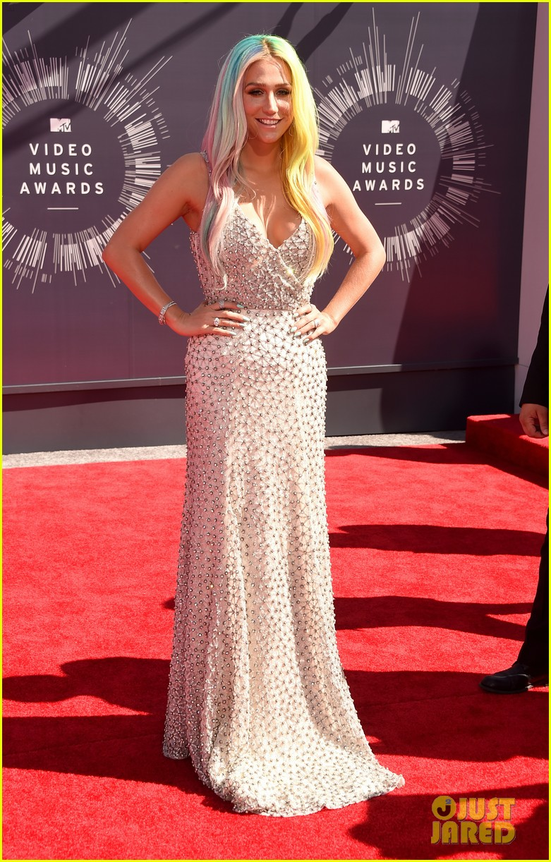 kesha mtv vmas red carpet 2014 01