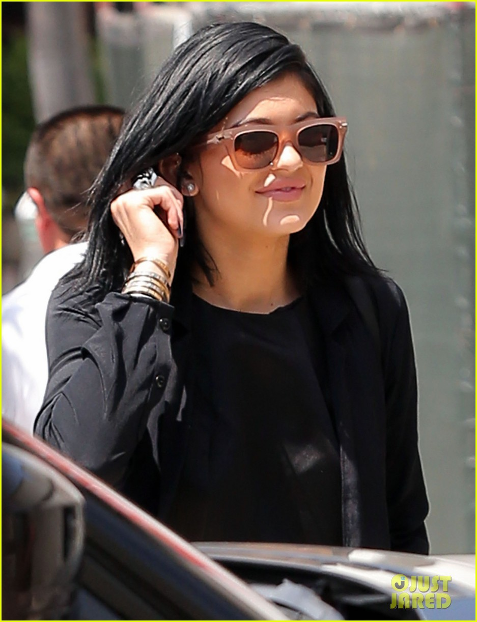 kylie jenner steps out after minor car accident 013179268
