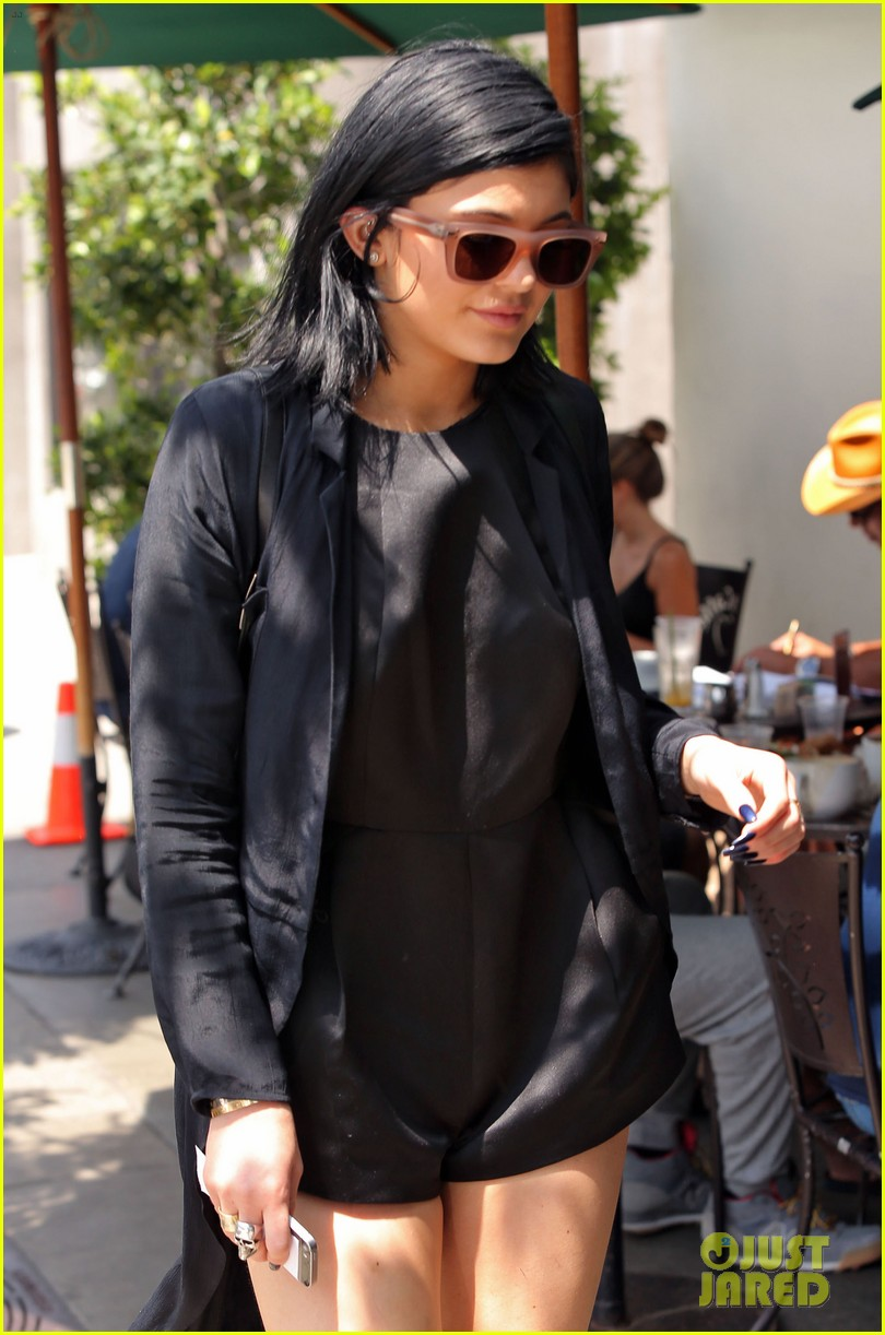 kylie jenner steps out after minor car accident 053179272