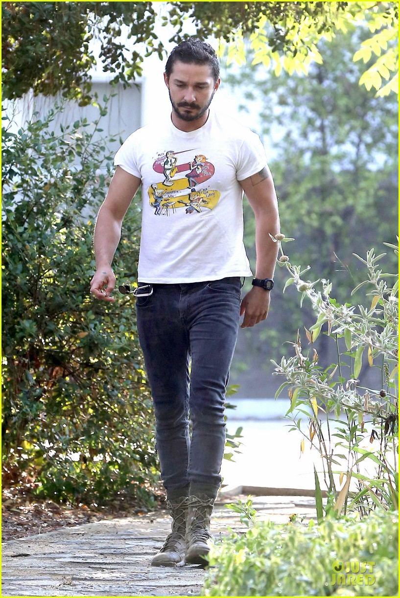 shia labeouf brings the jetsons to meeting 013168788