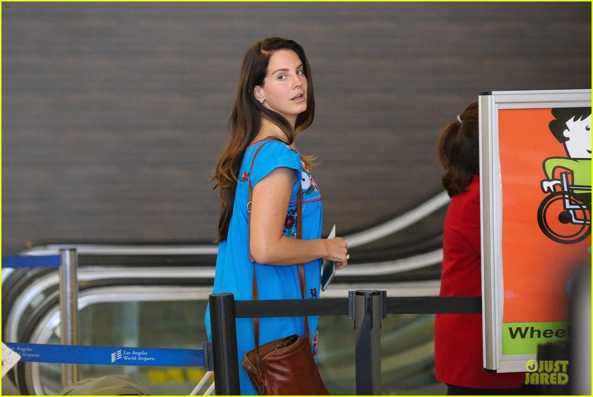 lana del rey blue dress makes us smile 143181222