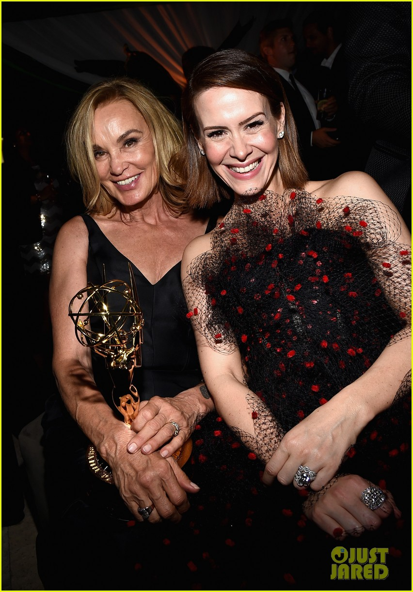 jessica lange brings her emmy to fox after party 023184012