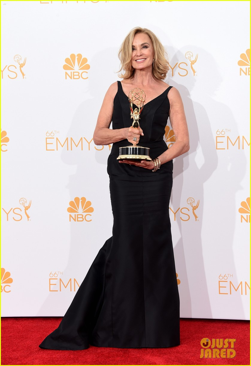 jessica lange brings her emmy to fox after party 053184015