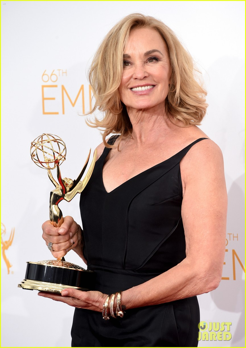 jessica lange brings her emmy to fox after party 073184017