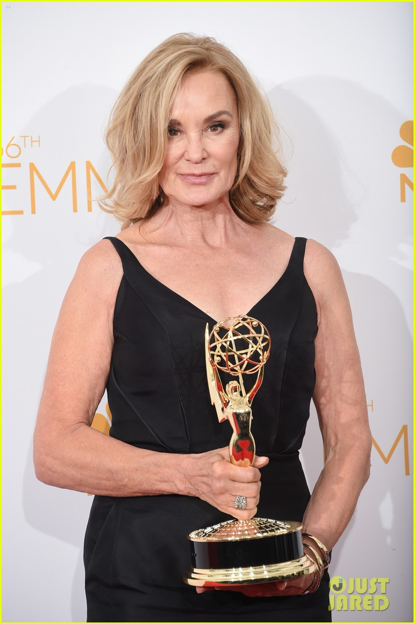 jessica lange brings her emmy to fox after party 083184018