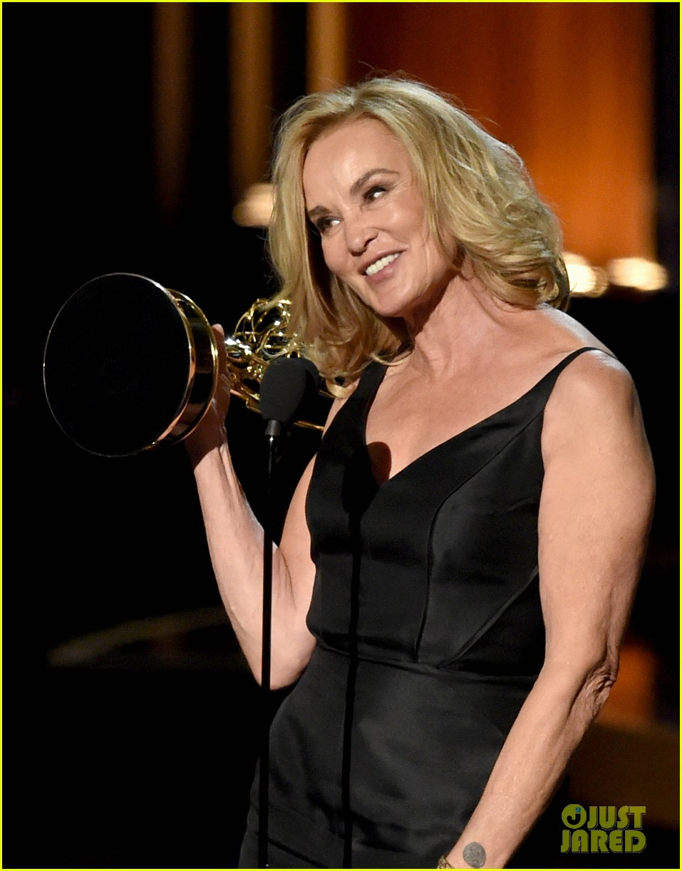 jessica lange brings her emmy to fox after party 093184019