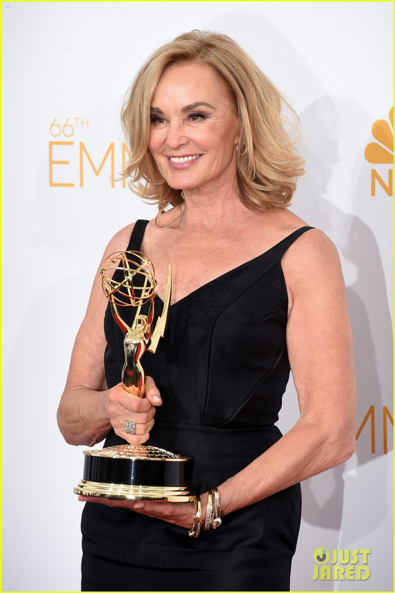 jessica lange brings her emmy to fox after party 103184020
