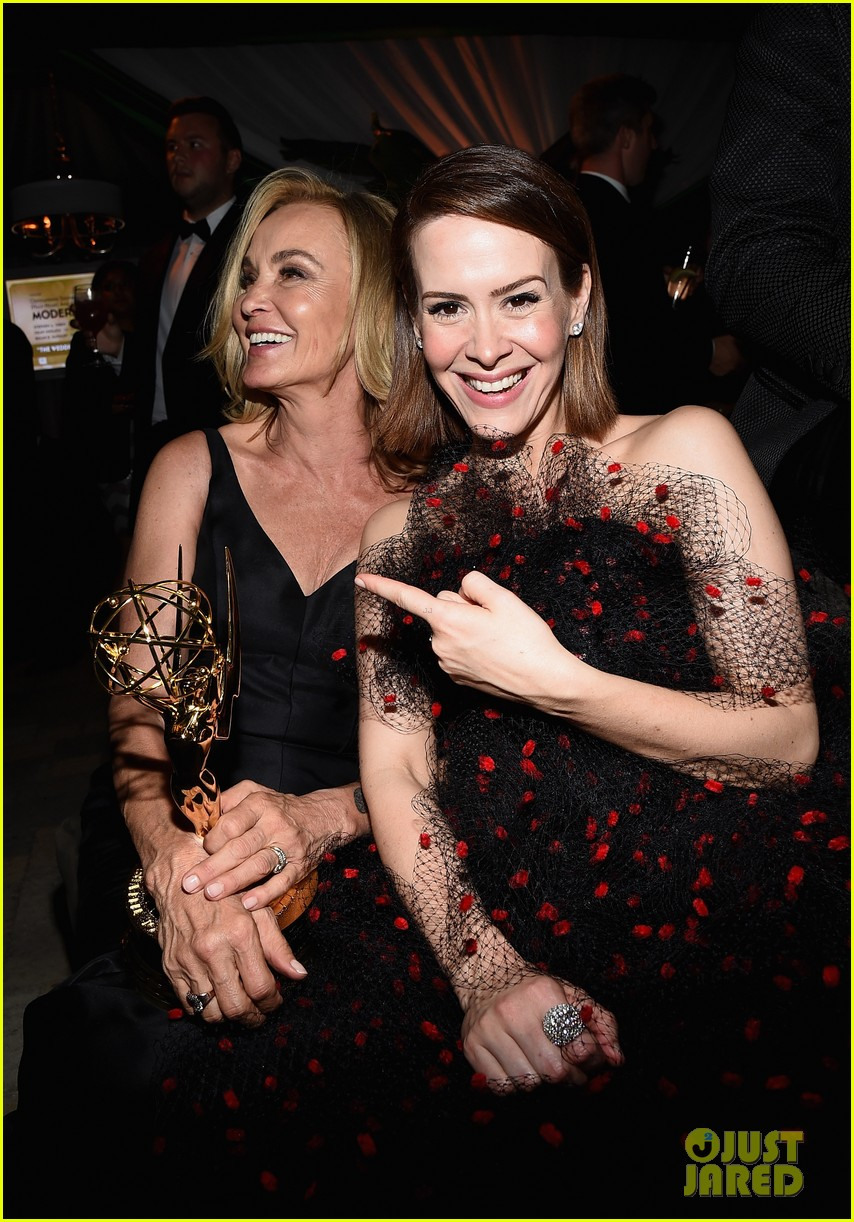 jessica lange brings her emmy to fox after party 143184024