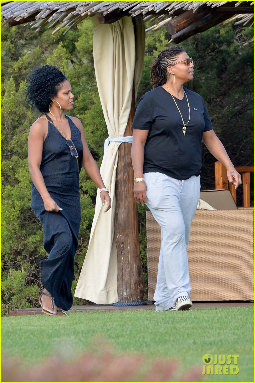 queen latifah shares kiss with girlfriend during romantic italian vaca 023178505