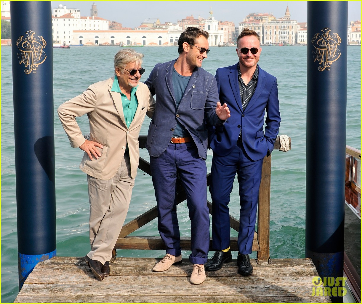 jude law debuts the gentlemans wager at the venice film festival 013184675