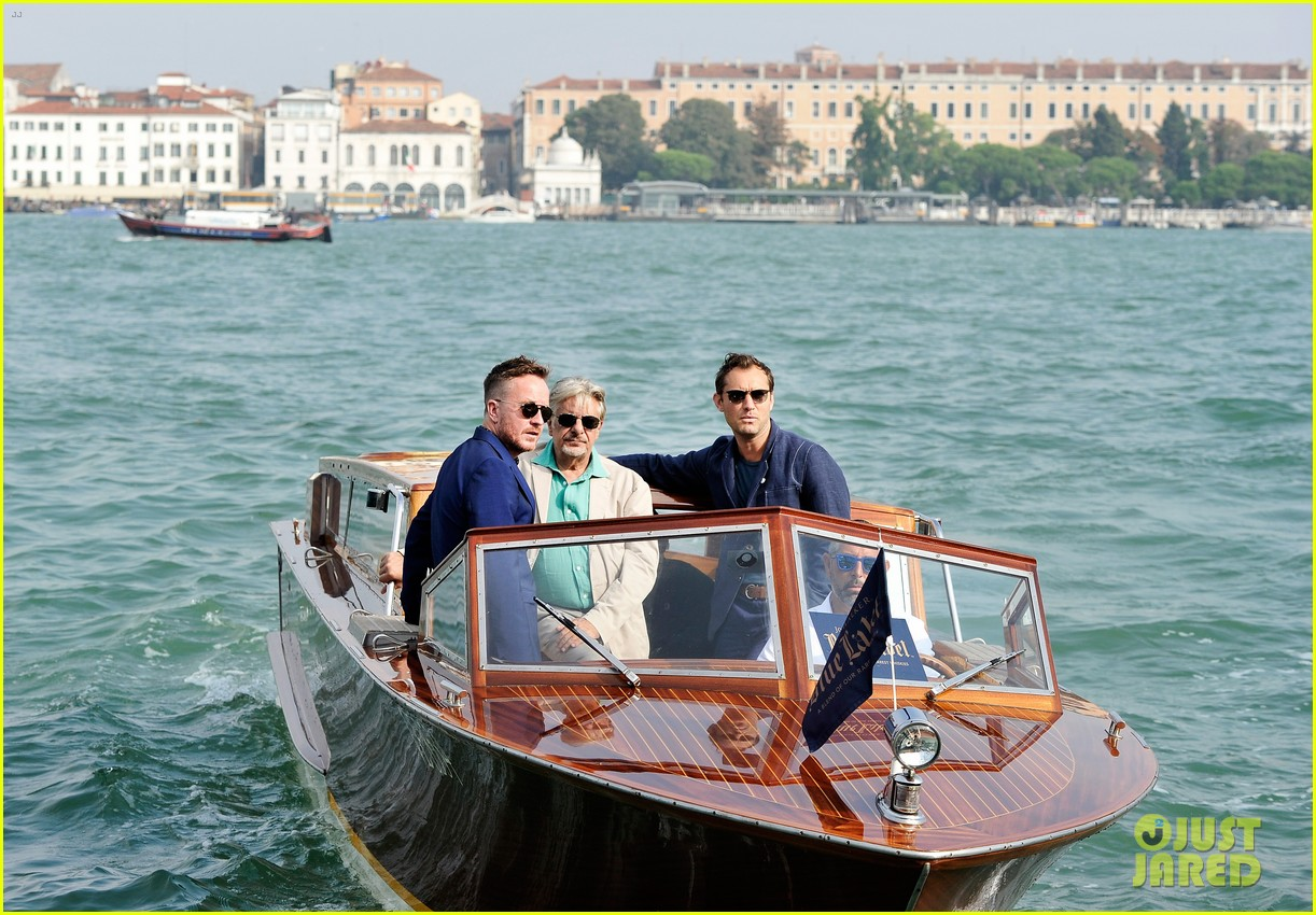 jude law debuts the gentlemans wager at the venice film festival 023184676