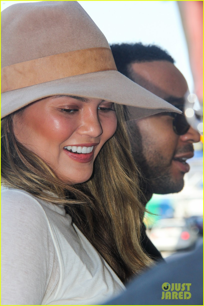 chrissy teigen john legend la to miami 13