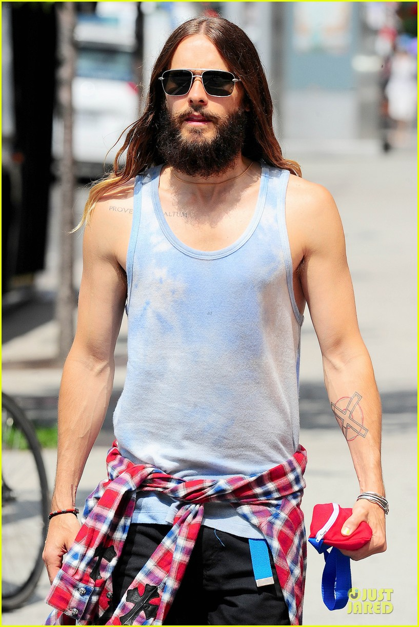 jared leto brings back 90s fashion trends 02
