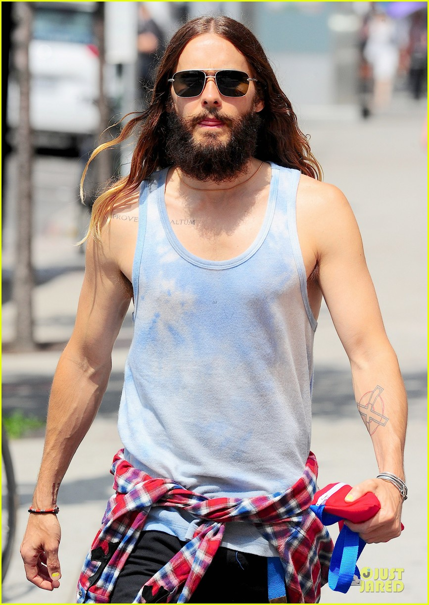 jared leto brings back 90s fashion trends 073179335