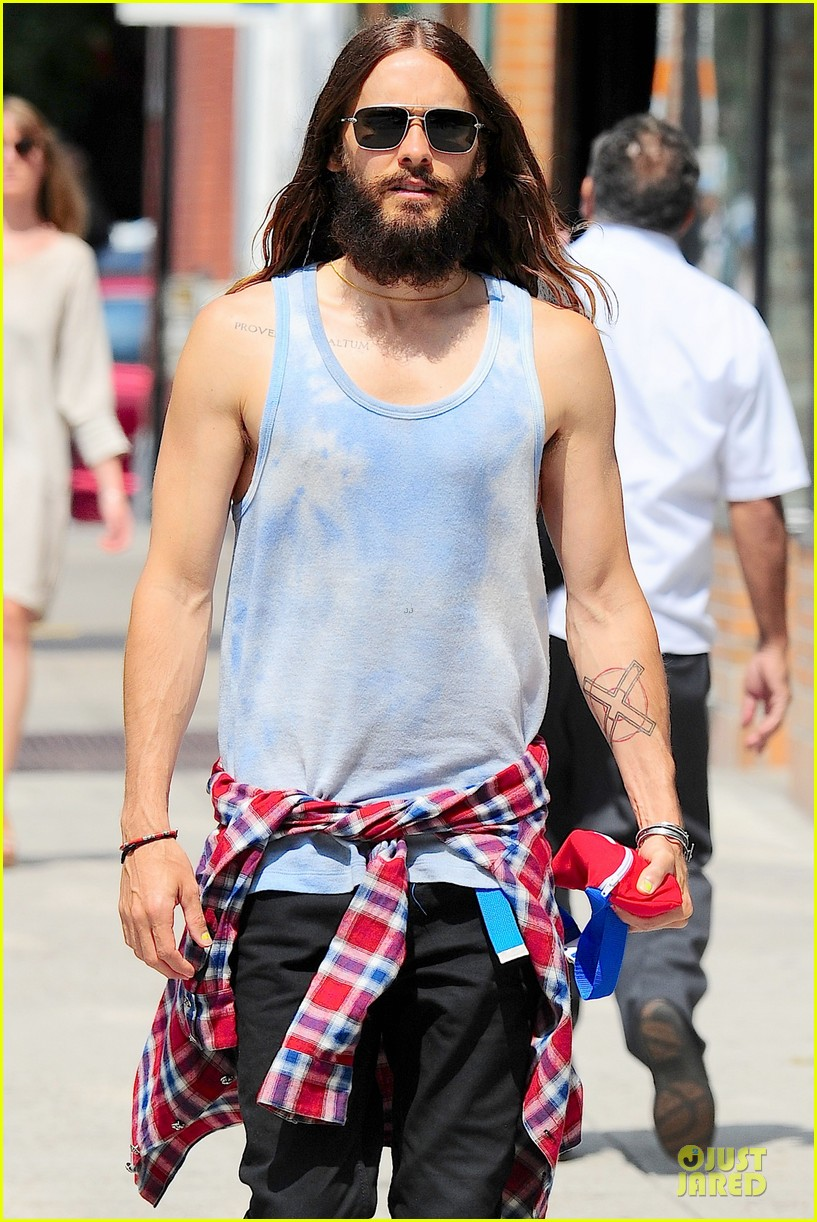 jared leto brings back 90s fashion trends 093179337