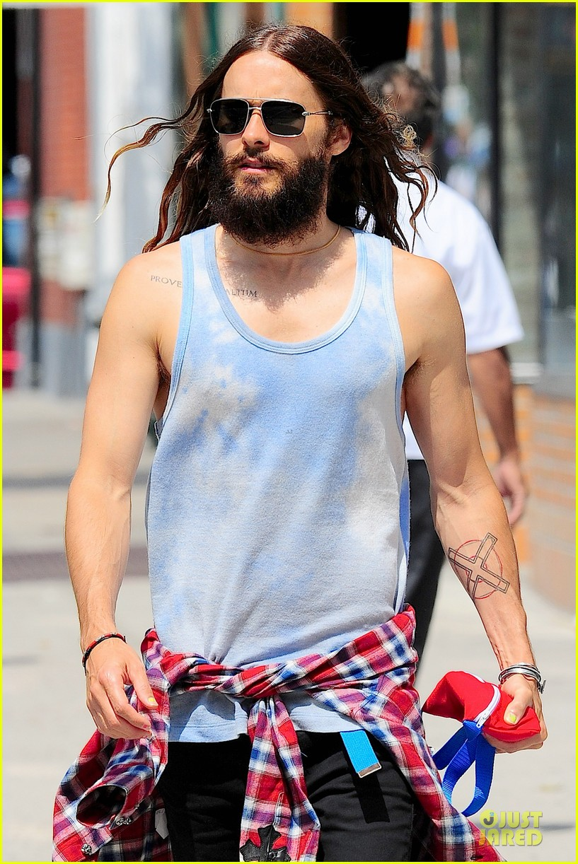 jared leto brings back 90s fashion trends 103179338