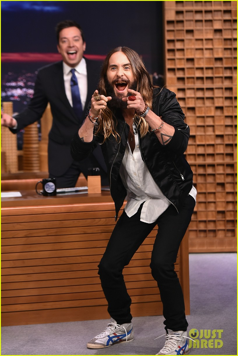 jared leto gets his beard shaved 023179788