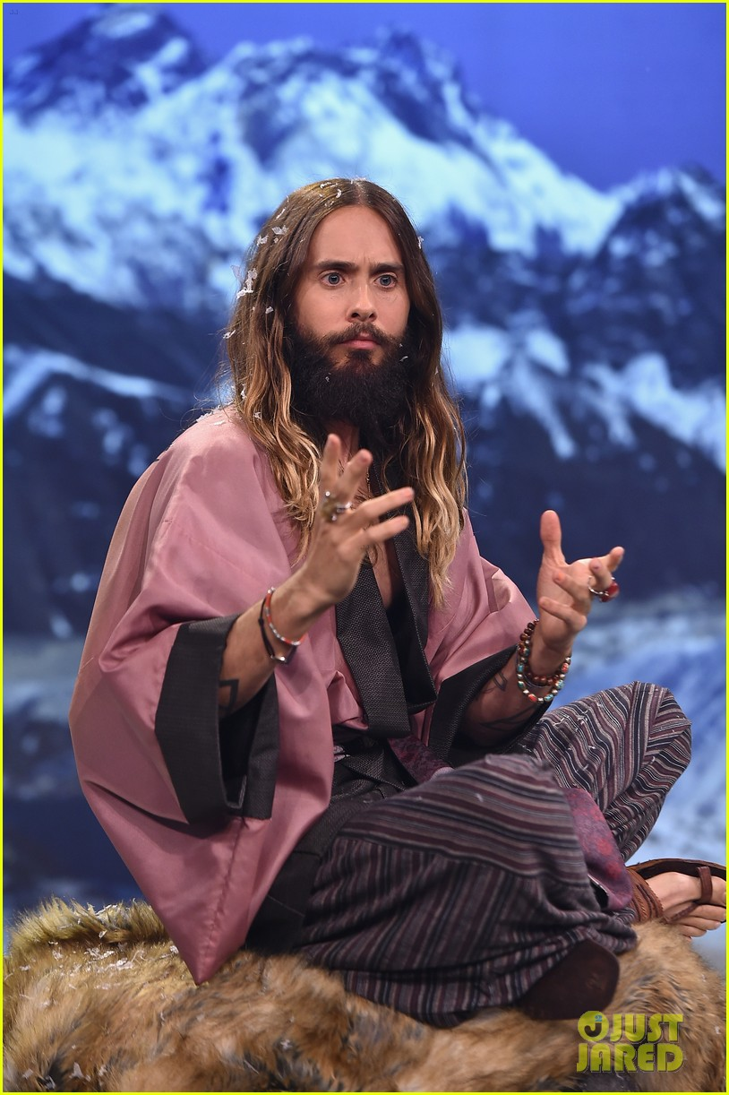 jared leto gets his beard shaved 033179789