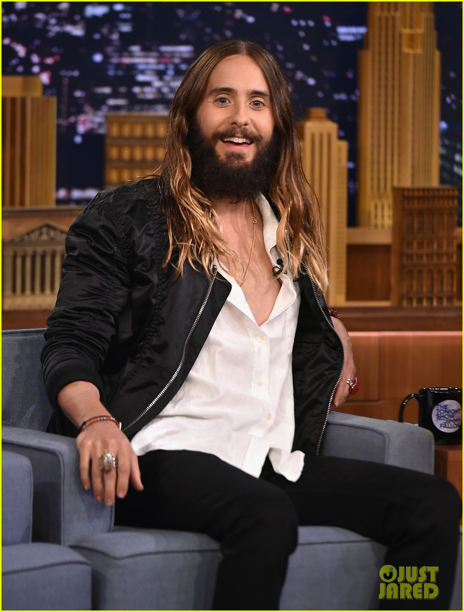 jared leto gets his beard shaved 073179793